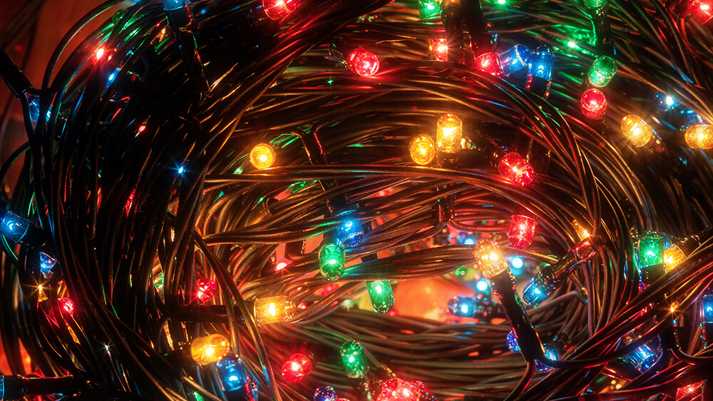 alsip-christmas-lights-LED-string-lights-coiled