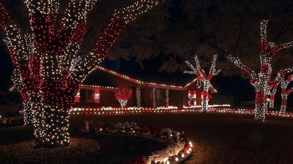 alsip-christmas-lights-red-white-yard