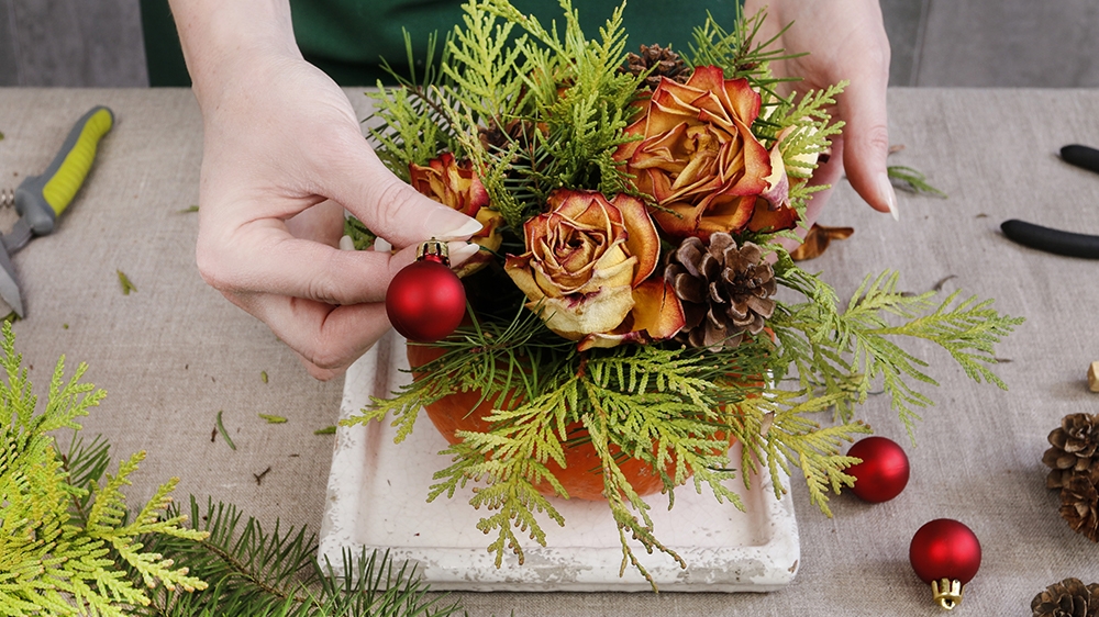 Alsip Nurseries diy centerpiece with greenery and roses for Christmas